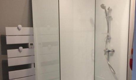 Installation de pare-douche à Anse