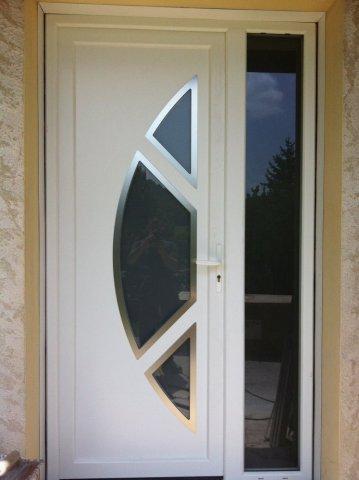 Entreprise spécialisée dans la pose de porte PVC blanc en semi-rénovation Bourgoin-Jailleu